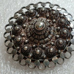 Vintage Silver Tone Brooch costume jewelry G331